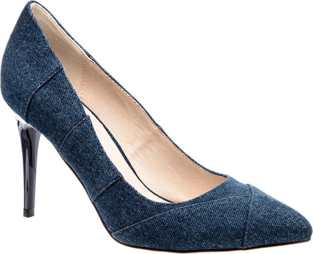 Туфли женские Betsy, цвет: синий. 977081/03-02. Размер 35977081/03-02Туфли от Betsy выполнены из джинсового текстиля. Подкладка и стелька исполнены из натуральной кожи. Подошва выполнена из полимера и оснащена рифлением. Высокий лаковый каблук-шпилька устойчив.