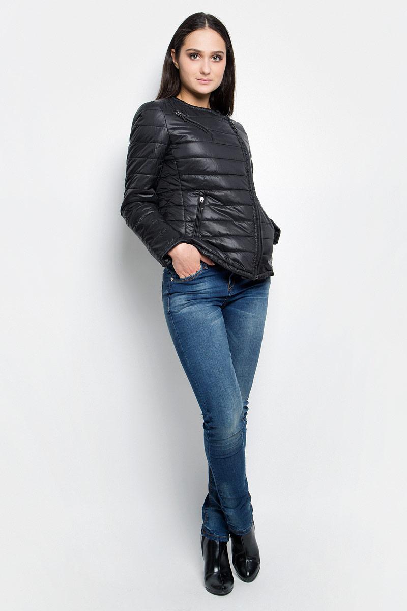 Куртка женская Baon, цвет: черный. B037038. Размер S (44)B037038_BlackЖенская куртка Baon c длинными рукавами выполнена из прочного полиамида. Наполнитель - синтепон. Модель застегивается на застежку-молнию спереди. Изделие имеет три прорезных кармана на застежках-молниях спереди.