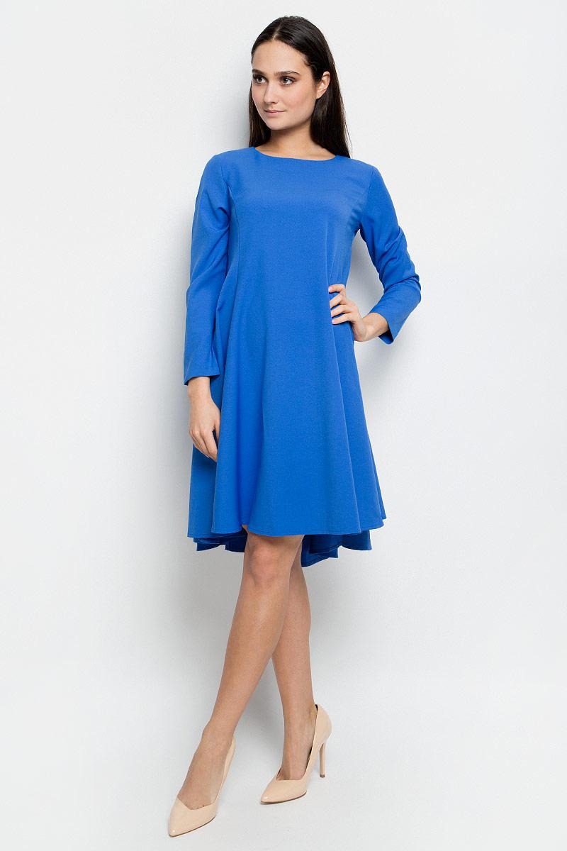 Платье Baon, цвет: синий. B457064. Размер L (48)B457064_LarkspurПлатье Baon средней длины выполнено из эластичной ткани. Модель с круглым вырезом горловины и стандартными длинными рукавами. Изделие застёгивается на застежку-молнию на спине. Задняя часть юбки слегка удлинена.