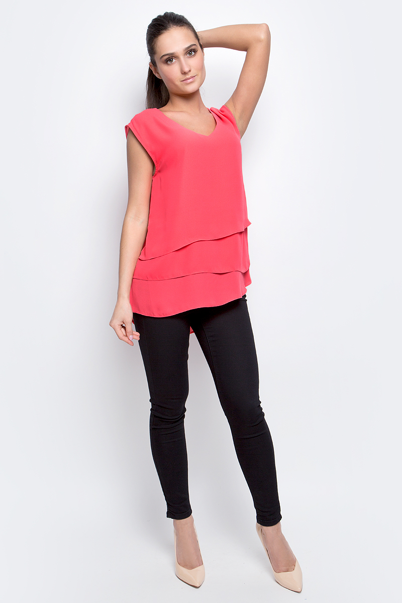 Блузка женская Baon, цвет: коралловый. B197006. Размер L (48)B197006_PieplantЖенская блузка Baon выполнена из 100% полиэстера. Модель с V-образным вырезом горловины сзади застегивается на пуговицу.