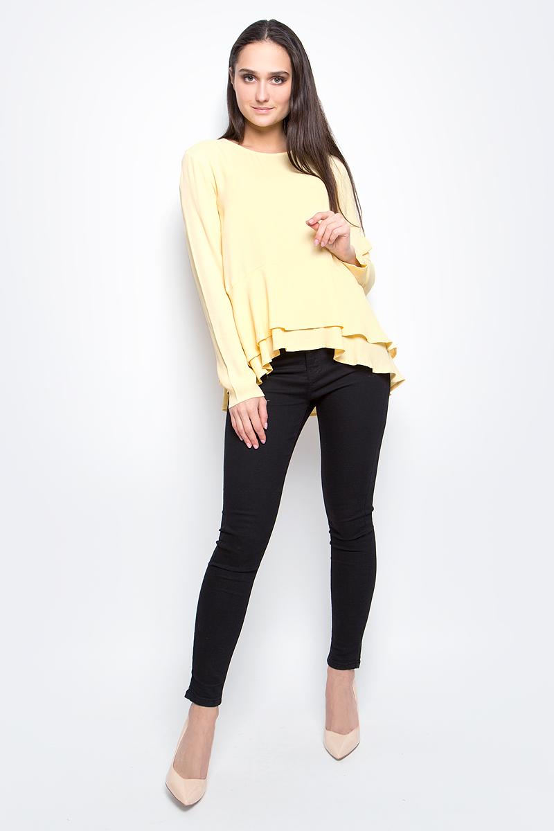 Блузка женская Baon, цвет: желтый. B177005. Размер L (48)B177005_Fruit CurdЖенская блузка Baon выполнена из 100% вискозы. Модель с круглым вырезом горловины и длинными рукавами сзади застегивается на пуговицу. Понизу изделие дополнено оборками.