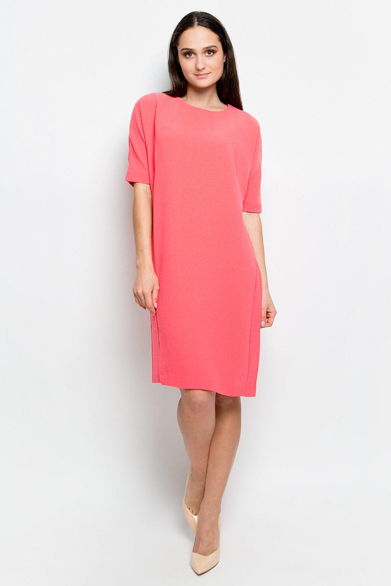 Платье Baon, цвет: розовый. B457018. Размер M (46)B457018_PieplantПлатье Baon выполнено из эластичной фактурной ткани. У модели рукава «летучая мышь», круглый вырез горловины и слегка зауженная юбка. Спинка застегивается на пуговицу.