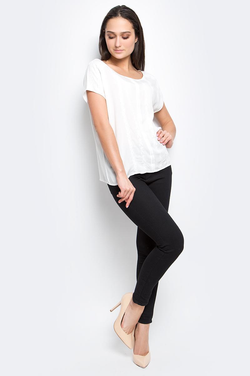 Блузка женская Baon, цвет: белый. B197054. Размер L (48)B197054_WhiteЖенская блузка Baon выполнена из 100% вискозы. Модель с круглым вырезом горловины и коротким рукавами оформлена вышивкой.