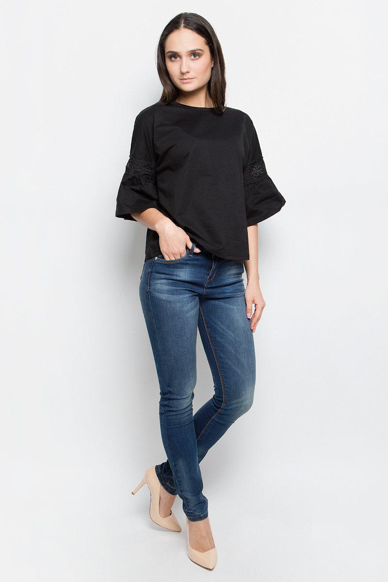 Блузка женская Baon, цвет: черный. B237002. Размер M (46)B237002_BlackЖенская блузка Baon выполнена из плотной ткани. Модель с круглым вырезом горловины.Цельнокроеные рукава декорированы кружевной вставкой и сборкой.