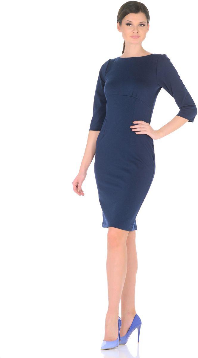 Платье Rosa Blanco, цвет: темно-синий. 3193-11. Размер 443193-11Модное платье Rosa Blanco станет отличным дополнением к вашему гардеробу. Модель изготовлена из сочетания качественных материалов. Платье-миди выполнено с удобным приталенным силуэтом и рукавами 3/4. Изделие имеет круглый вырез горловины и застегивается сзади по спинке на пуговицу. Платье оформлено вытачками, которые выделяют талию и изгибы силуэта, а специальный подрез под грудью со сборкой заботится об оптимальной посадке.