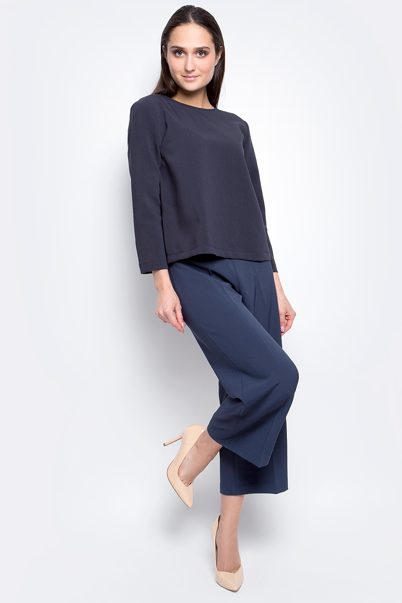 Блузка женская Baon, цвет: темно-синий. B177001. Размер L (48)B177001_Dark NavyЖенская блузка Baon выполнена из полиэстера с добавлением вискозы и эластана. Модель с круглым вырезом горловины и рукавами 7/8 сзади оформлена шнуровкой.