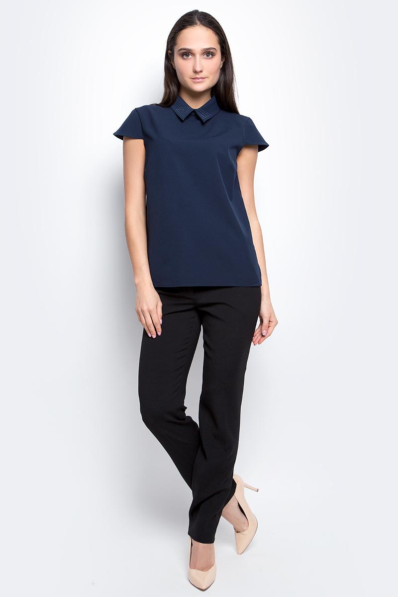 Блузка женская Baon, цвет: темно-синий. B197007. Размер M (46)B197007_Dark NavyЖенская блузка Baon выполнена из полиэстера с добавлением эластана. Модель с отложным воротником и короткими рукавами сзади застегивается на пуговицы.