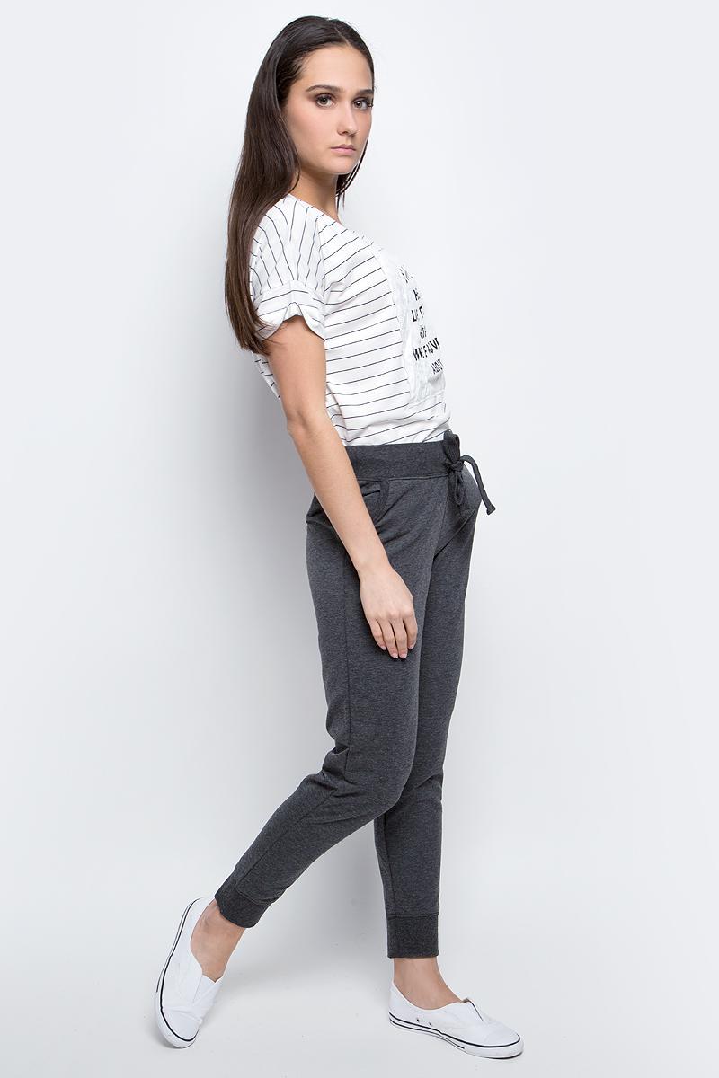 Брюки спортивные женские Baon, цвет: темно-серый меланж. B297302. Размер S (44)B297302_Marengo MelangeЖенские спортивные брюки Baon, выполненные из полиэстера и хлопка, идеально подойдут для активного отдыха и занятий спортом. Модель со стандартной талией имеет эластичный пояс с утягивающим шнурком, который фиксирует брюки точно по фигуре. Лицевая сторона изделия гладкая, изнаночная с небольшими петельками.Спереди расположены два втачных кармана. Низ брючин дополнен широкими трикотажными манжетами.