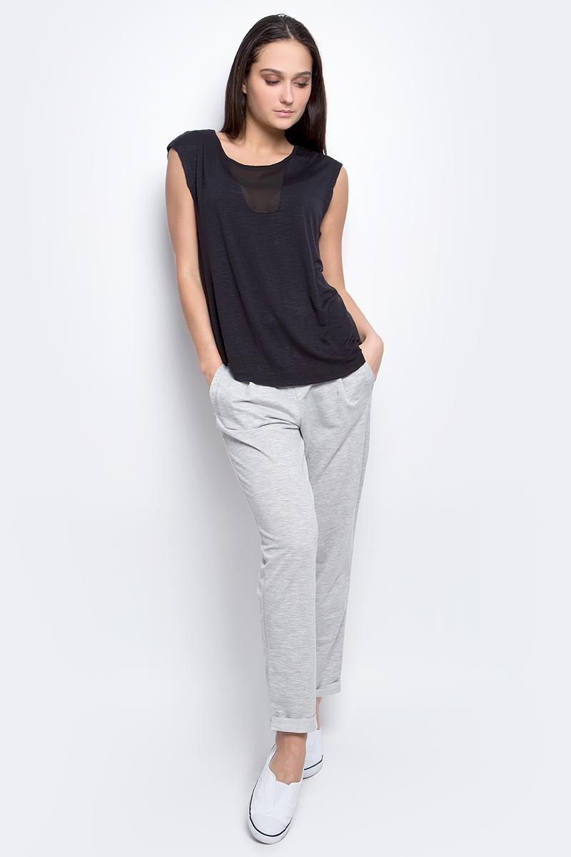 Топ женский Baon, цвет: черный. B237003. Размер S (44)B237003_BlackТоп женский Baon выполнен из эластичной ткани. Модель с круглым вырезом горловины и удлиненной спинкой. Изделие оформлено полупрозрачными вставками.
