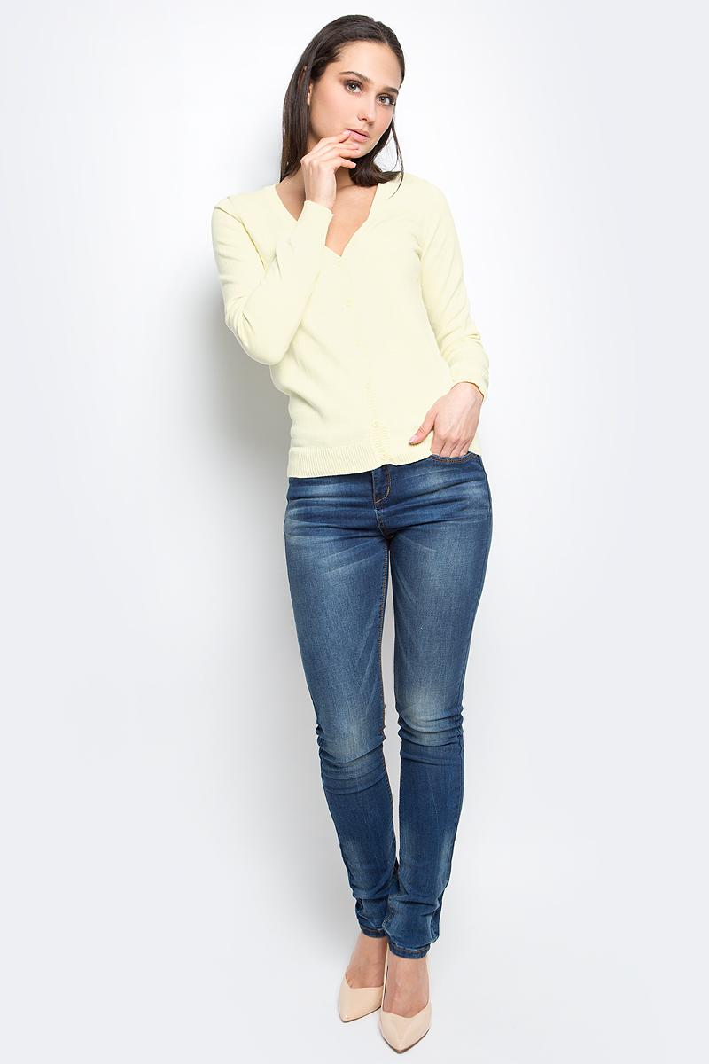 Кардиган женский Baon, цвет: желтый. B147201. Размер S (44)B147201_Cold ButterЖенский кардиган Baon выполнен из высококачественного натурального хлопка. Вязаная модель с длинными рукавами и V-образным вырезом горловины застегивается на пуговицы. Низ и манжеты рукавов связаны резинкой.