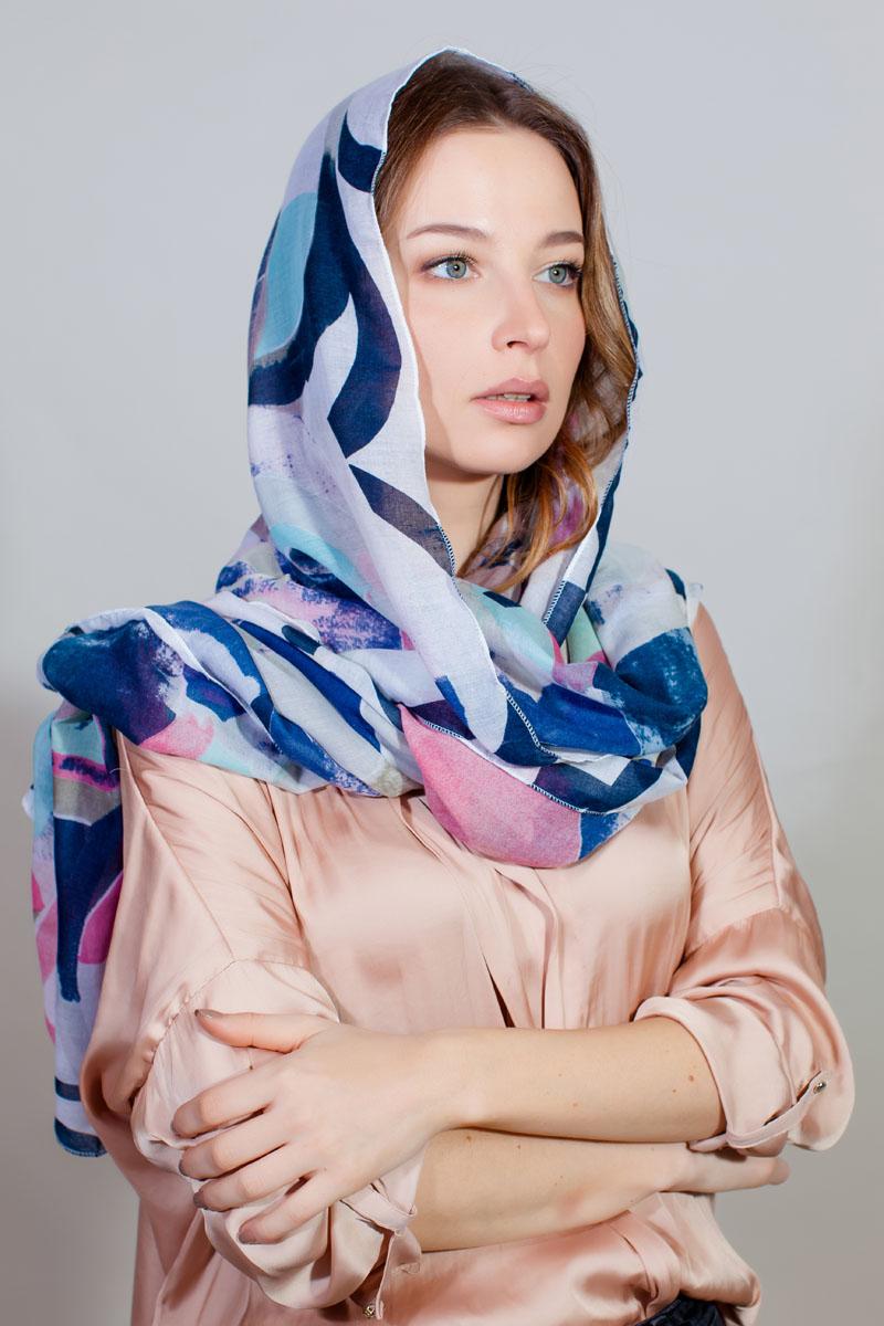 Палантин Fiona Fantozzi, цвет: белый, синий, розовый. YY-11733-21. Размер 80 см х 180 смYY-11733-21Стильный палантин изготовлен из модала и шелка. Изделие оформлено оригинальным принтом.