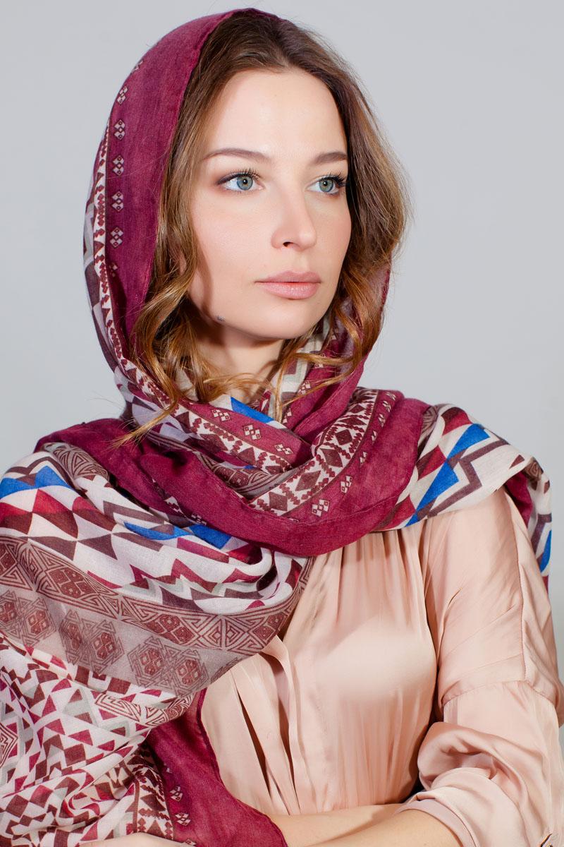 Палантин Sophie Ramage, цвет: бордовый, голубой, белый. YY-11733-23. Размер 86 см х 180 смYY-11733-23Стильный палантин Sophie Ramage изготовлен из модала и шелка. Изделие оформлено оригинальным принтом.