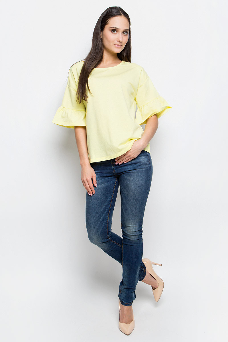 Блузка женская Baon, цвет: желтый. B237019. Размер S (44)B237019_CanaryЖенская блузка Baon выполнена из хлопка и полиэстера. Модель с круглым вырезом горловины истандартными рукавами со смещенной проймой, оформленными сборкой.