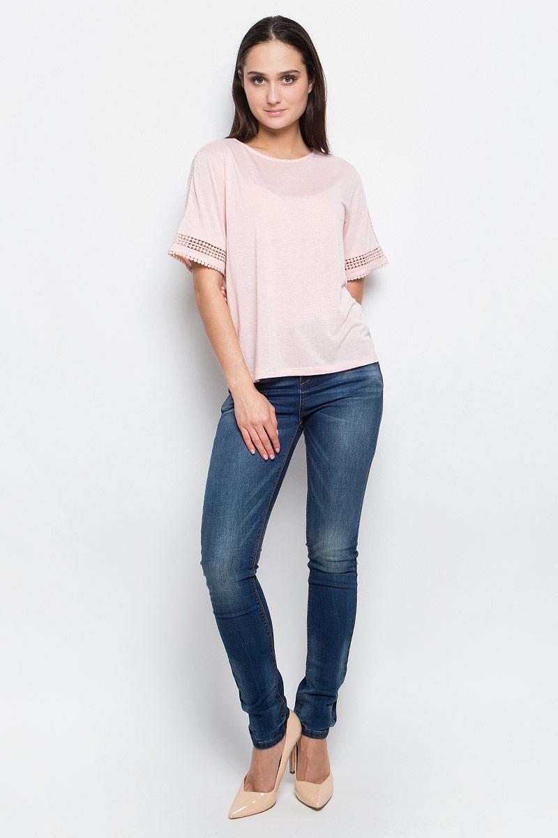 Футболка женская Baon, цвет: розовый. B237028. Размер M (46)B237028_PearlЖенская футболка Baon выполнена из эластичного трикотажа. Модель с круглым вырезом горловины и стандартными короткими рукавами. Изделие декорировано ажурными вставками.