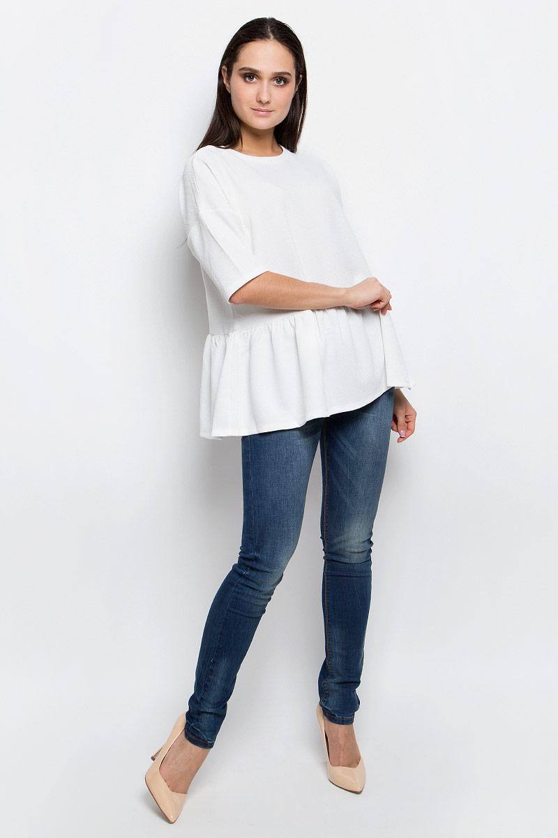 Блузка женская женская Baon, цвет: белый. B117007. Размер S (44)B117007_MilkЖенская блузка Baon выполнена из эластичной фактурной ткани. Модель с круглым вырезом горловины истандартными рукавами со смещенной проймой. По низу изделие оформлено сборкой.