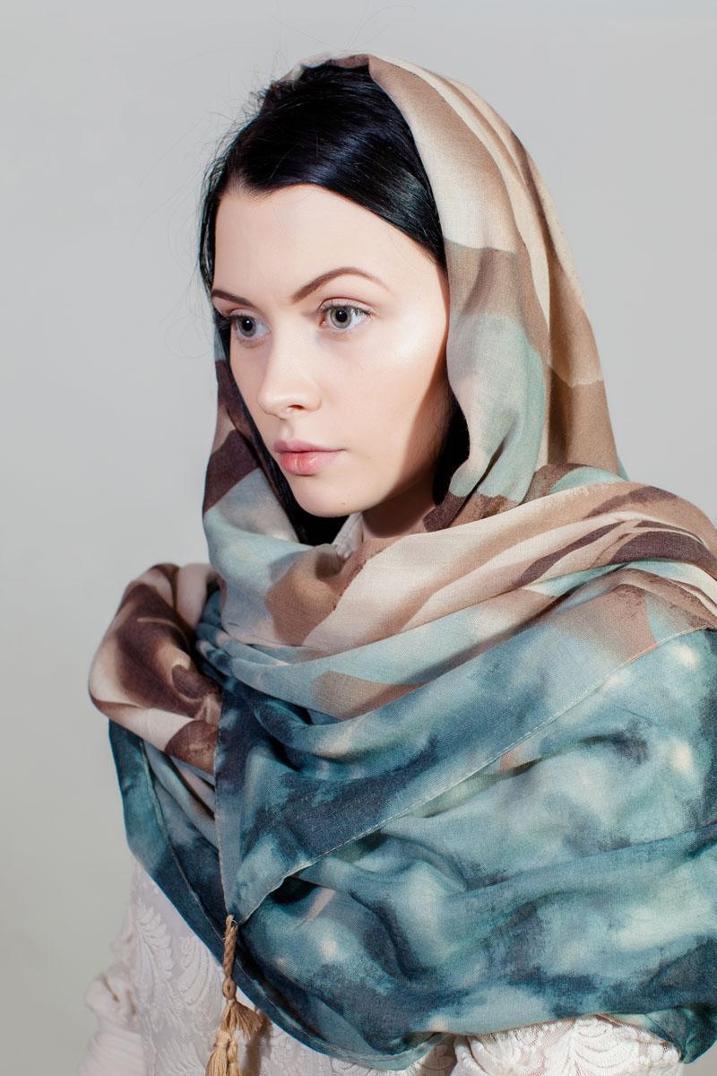 Палантин Sophie Ramage, цвет: коричневый, голубой. RW-11701-55. Размер 90 см х 180 смRW-11701-55Стильный палантин Sophie Ramage изготовлен из модала и шелка. Изделие оформлено оригинальным принтом.