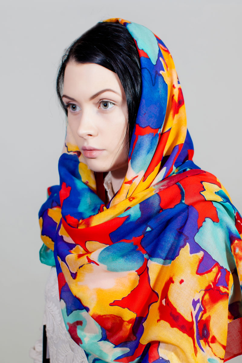 Палантин Sophie Ramage, цвет: красный, синий, желтый. HL-11730-4. Размер 80 см х 180 смHL-11730-4Стильный палантин Sophie Ramage изготовлен из модала и шелка. Изделие оформлено оригинальным принтом.