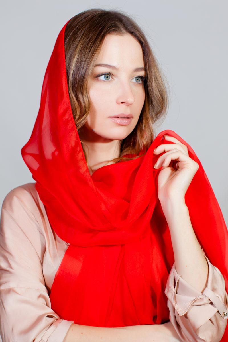Палантин Sophie Ramage, цвет: красный. YY-11710-10. Размер 140 см х 180 смYY-11710-10Стильный палантин Sophie Ramage изготовлен из качественной смесовой ткани. В легком однотонном палантине вы будете выглядеть женственно и привлекательно.
