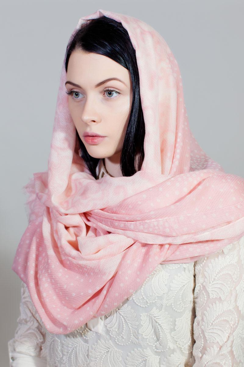 Палантин Sophie Ramage, цвет: розовый, белый. BT-11701-4. Размер 90 см х 180 смBT-11701-4Стильный палантин Sophie Ramage изготовлен из модала и шелка. Изделие оформлено оригинальным принтом. По краям имеется короткая бахрома.