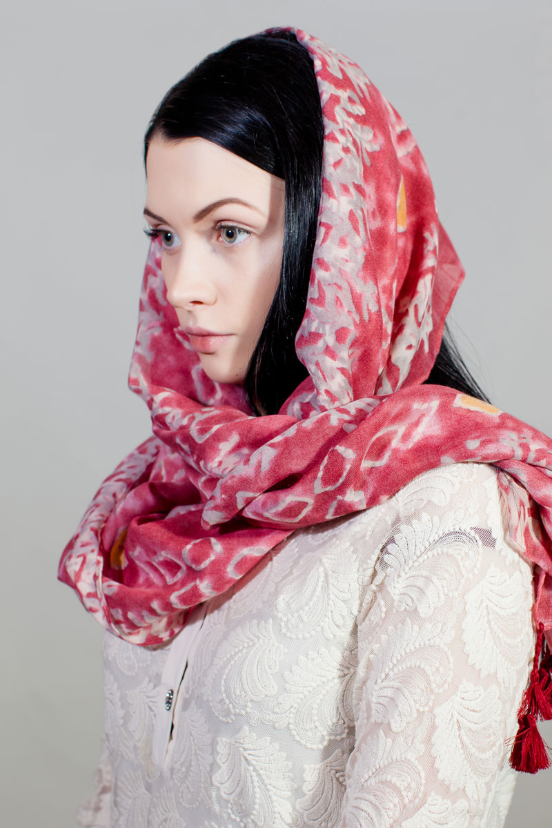 Палантин Sophie Ramage, цвет: белый, красный. RW-11701-15. Размер 90 см х 180 смRW-11701-15Стильный палантин Sophie Ramage изготовлен из модала и шелка. Изделие оформлено оригинальным принтом.