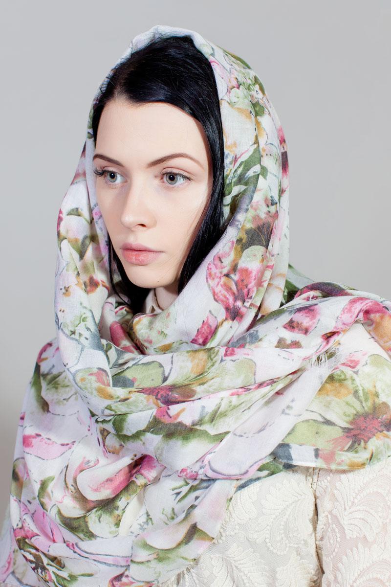 Палантин Sophie Ramage, цвет: белый, розовый, зеленый. YY-11733-24. Размер 80 см х 180 смYY-11733-24Стильный палантин Sophie Ramage изготовлен из модала и шелка. Изделие оформлено оригинальным принтом. По краям имеется короткая бахрома.