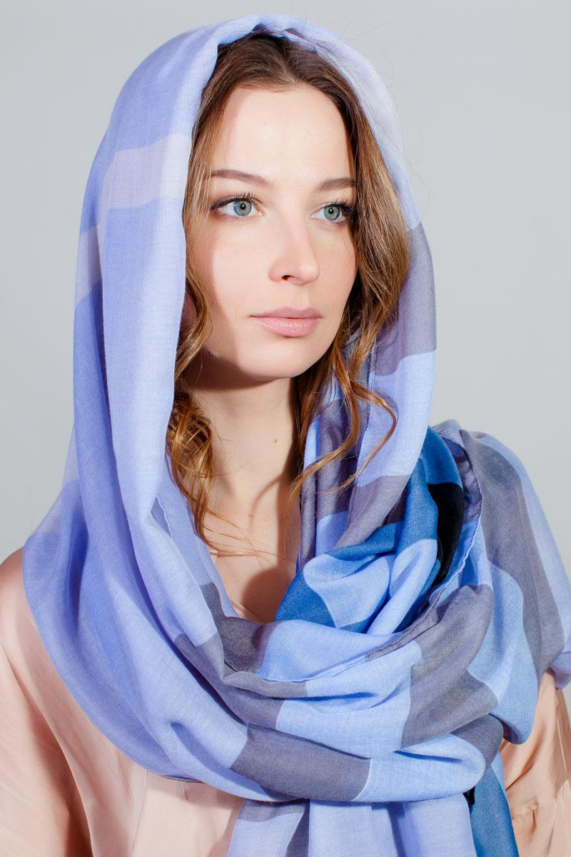 Палантин Sophie Ramage, цвет: голубой, синий. BT-11701-9. Размер 90 см х 180 смBT-11701-9Палантин от Sophie Ramage изготовлен из модала. Модель оформлена геометрическим принтом и дополнена бахромой по краям.