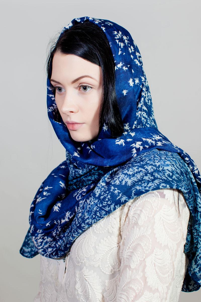 Палантин Sophie Ramage, цвет: синий, белый, голубой. YY-11730-31. Размер 90 см х 180 смYY-11730-31Стильный палантин Sophie Ramage изготовлен из модала и шелка. Изделие оформлено оригинальным принтом.