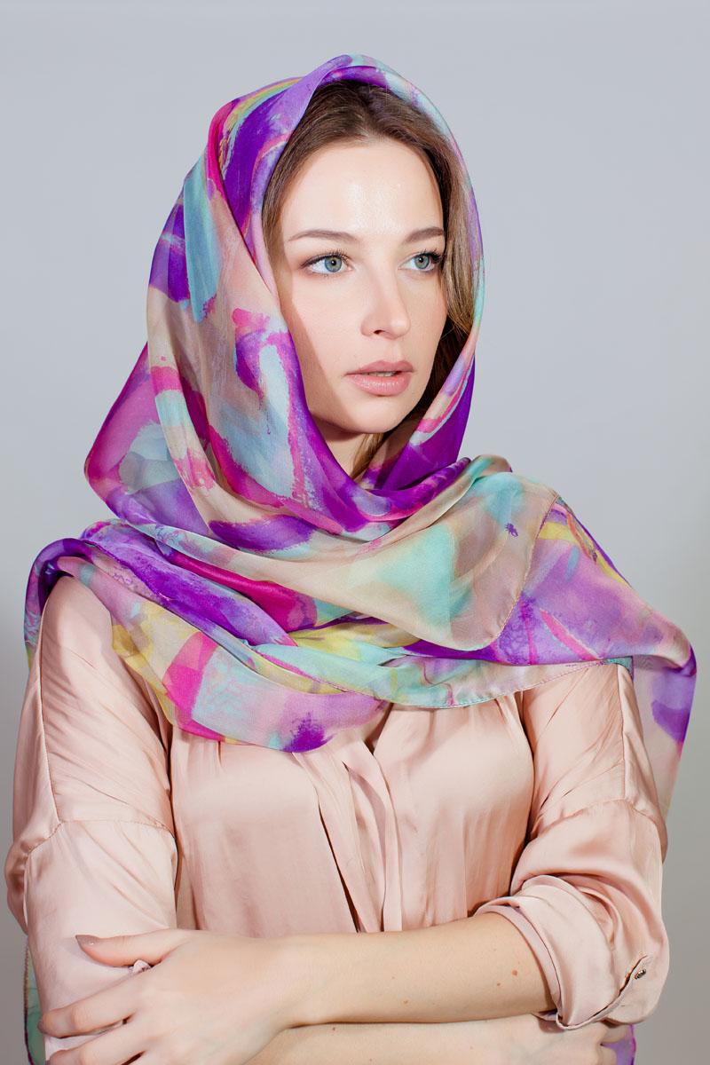 Палантин Sophie Ramage, цвет: фиолетовый, розовый, голубой. QA-11726-5. Размер 145 см х 180 смQA-11726-5Стильный палантин Sophie Ramage изготовлен из шелка и полиэстера. Изделие оформлено оригинальным принтом.