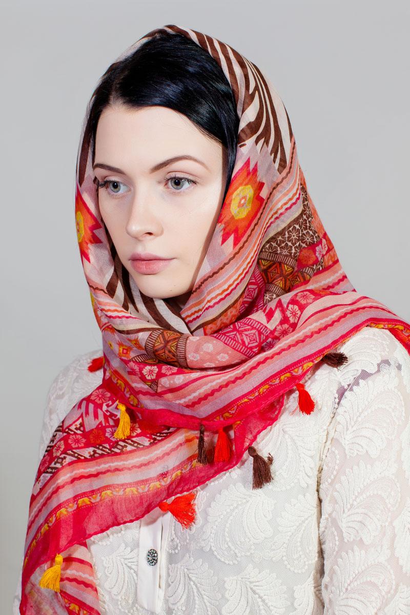 Платок женский Sophie Ramage, цвет: красный, белый, коричневый. SJ-11753-1. Размер 100 см х 100 смSJ-11753-1Стильный платок изготовлен из модала и шелка. Изделие оформлено оригинальным принтом. По краям имеются декоративные кисточки.