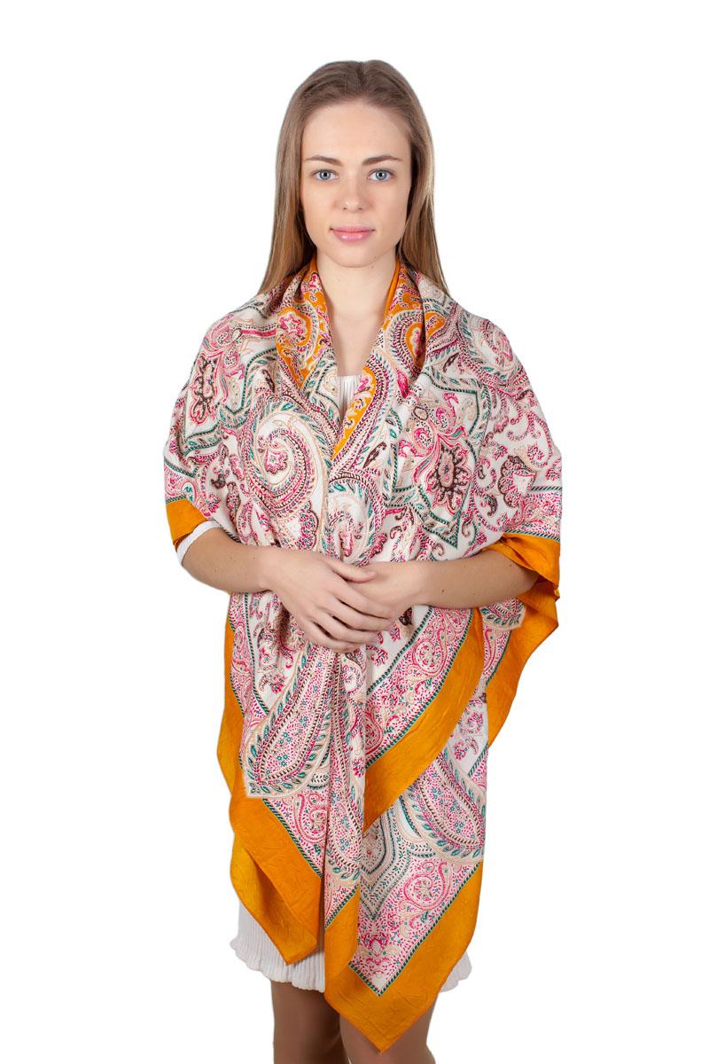 Платок женский Sophie Ramage, цвет: оранжевый, белый, розовый. YY-11713-26. Размер 140 см х 140 смYY-11713-26Стильный платок Sophie Ramage изготовлен из качественной смесовой ткани. Изделие оформлено оригинальным принтом.