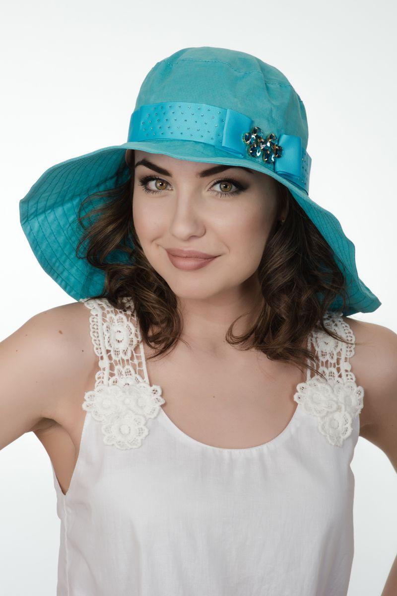 Шляпа женская Level Pro, цвет: голубой. 381270. Размер 56/58381270Элегантная женская шляпа Level Pro выполнена из натурального льна. Модель с невысокой тульей и загнутыми вниз полями. Шляпа по тулье оформлена тесьмой с кристаллами,сбоку бантом с брошью из камней. Поля шляпы дополнены прострочкой.