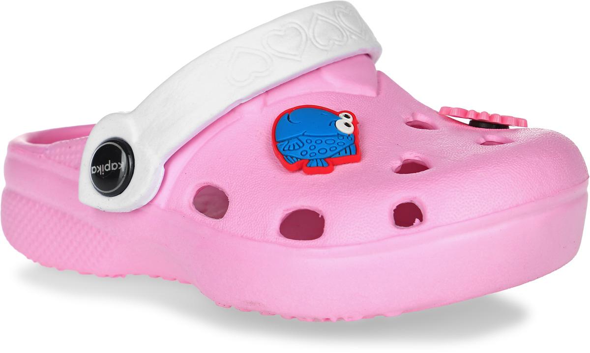 Сабо для девочки Kapika, цвет: светло-розовый, белый. 82076. Размер 2782076Чудесные и очень легкие сабо от Kapika, выполненные полностью из ЭВА материала с отверстиями разной формы для лучшей воздухопроницаемости - это превосходный вид обуви для вашей малышки. Пяточный ремешок можно убирать вперед или носить на пятке. Подъем оформлен декоративными элементами в виде цветка и рыбки. Рифление на верхней поверхности подошвы предотвращает выскальзывание ноги. Рельефное основание подошвы обеспечивает уверенное сцепление с любой поверхностью. Удобные сабо прекрасно подойдут для похода в бассейн или на пляж.
