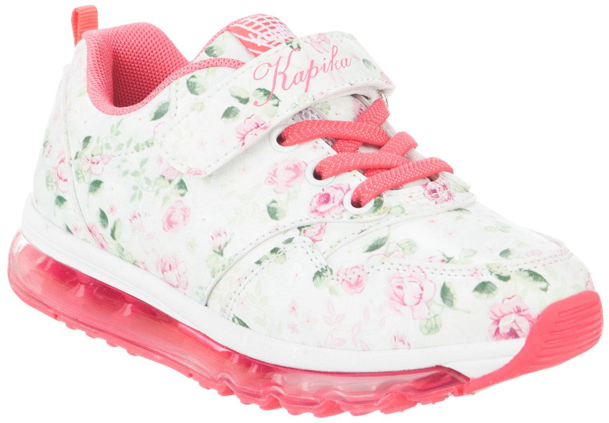 Кроссовки для девочек Kapika, цвет: белый, розовый. 73269-1. Размер 3573269-1Стильные кроссовки от Kapika не оставят равнодушным вашего ребенка! Модель изготовлена из искусственной кожи и оформлена стильным принтом. Ремешок с застежкой-липучкой, декорированный надписью и эластичные шнурки, прочно закрепят обувь на ножке. Задник дополнен ярлычком для более удобного надевания обуви. Внутренняя часть выполнена из текстиля. Стелька из натуральной кожи удобна при ходьбе. Облегченная, рельефная подошва с добавлением ЭВА материала обеспечит сцепление с любой поверхностью. Модные кроссовки отлично дополнят образ.
