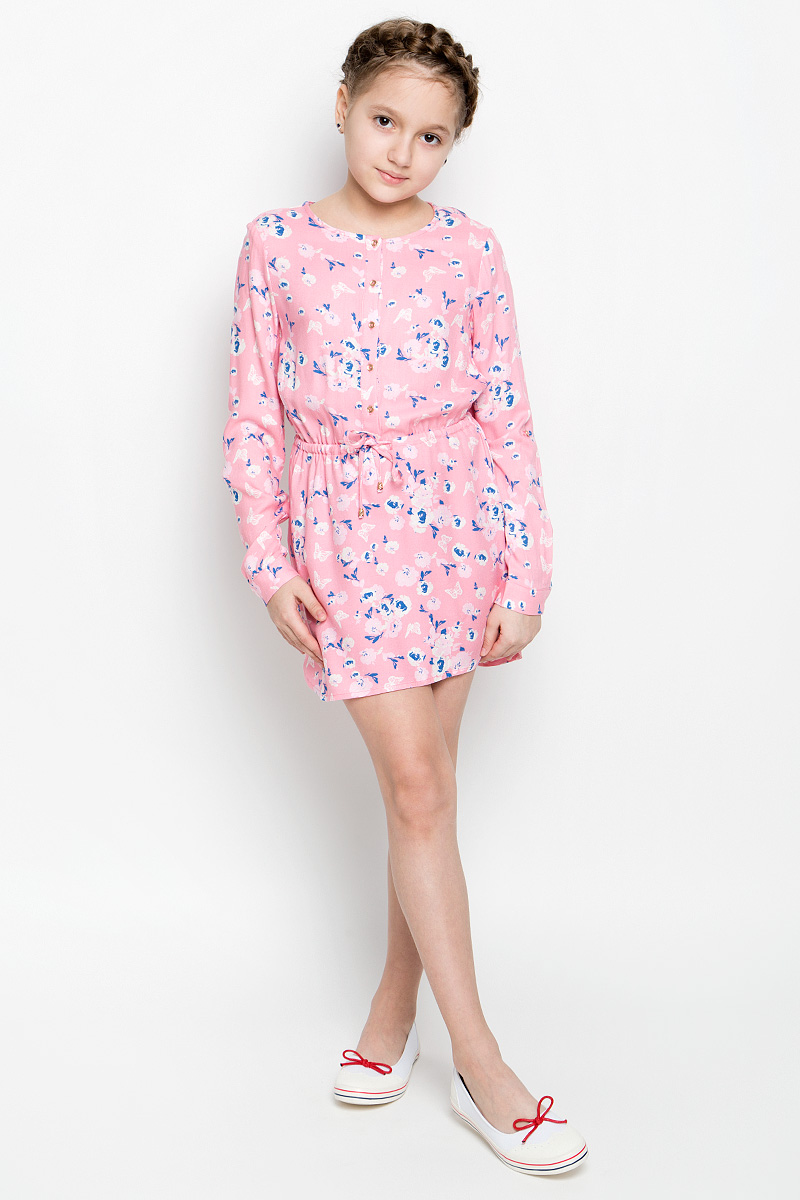 Платье для девочки Sela, цвет: карамельно-розовый. D-617/430-7131. Размер 152D-617/430-7131Нежное платье для девочки Sela изготовлено из качественной вискозы. Модель с круглым вырезом горловины и длинными рукавами застегивается спереди на пять пуговиц. Манжеты на рукавах также имеют застежки-пуговицы. В поясе платье дополнено регулирующим шнурком. Оформлено изделие оригинальным принтом.