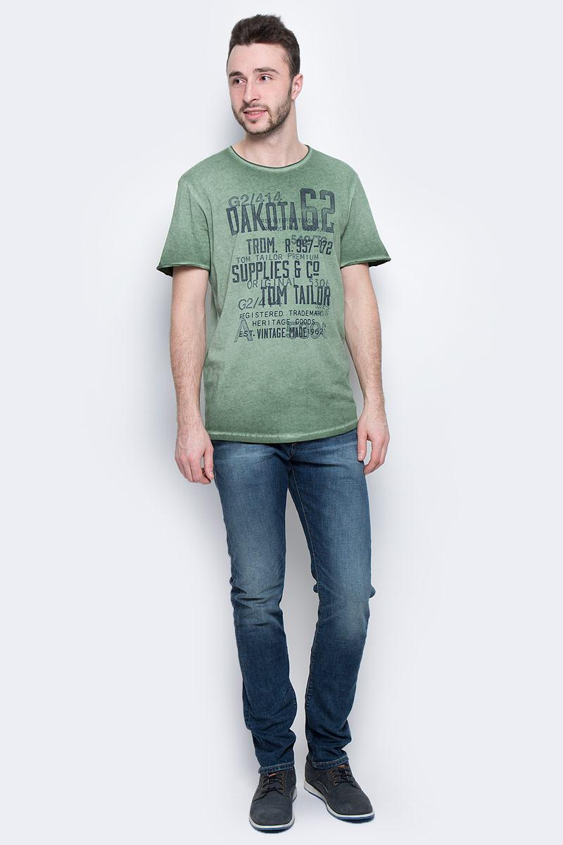 Футболка мужская Tom Tailor, цвет: зеленый. 1037210.00.10_7398. Размер XL (52)1037210.00.10_7398Мужская футболка Tom Tailor с короткими рукавами и круглым вырезом горловины выполнена из высококачественного натурального хлопка. Футболка украшена контрастным принтом с надписями. Вырез горловины и рукава имеют эффект необработанного края.
