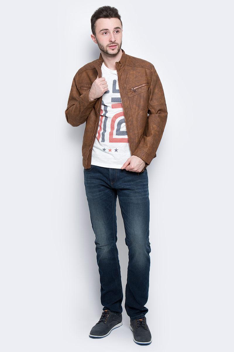 Куртка мужская Tom Tailor, цвет: коричневый. 3722214.00.10_8543. Размер L (50)3722214.00.10_8543Мужская куртка Tom Tailor выполнена из вискозы с покрытием из полиуретана. Подкладка на спине и груди изготовлена из полиэстера с добавлением хлопка, в рукавах - гладкий полиэстер. Модель с длинными рукавами и воротником-стойкой застегивается на застежку-молнию. Спереди расположены два прорезных кармана на молнии и два прорезных кармана на кнопке. Также имеется внутренний накладной карман на кнопке.