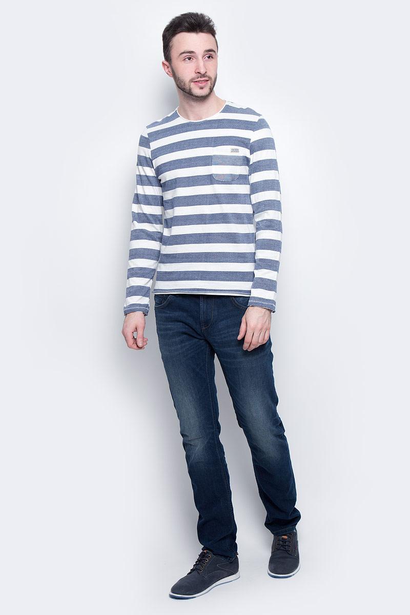 Лонгслив мужской Tom Tailor, цвет: белый, синий. 1037214.00.10_6814. Размер L (50)1037214.00.10_6814Модный мужской лонгслив Tom Tailor изготовлен из 100% натурального хлопка. Модель с круглым вырезом горловины и длинными стандартными рукавами великолепно подойдет для создания современного образа в стиле casual. Изделие дополнено принтом в горизонтальную полоску. Спереди на груди расположен открытый накладной кармашек.