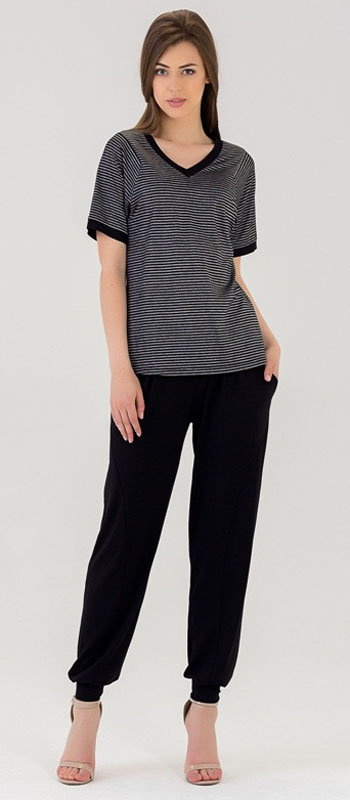 Комплект женский Tesoro: футболка, брюки, цвет: темно-серый, черный. 447К1. Размер 44447К1Женский костюм для дома и отдыха, состоит из футболки и брюк. Изготовлен из мягкого трикотажного материала.