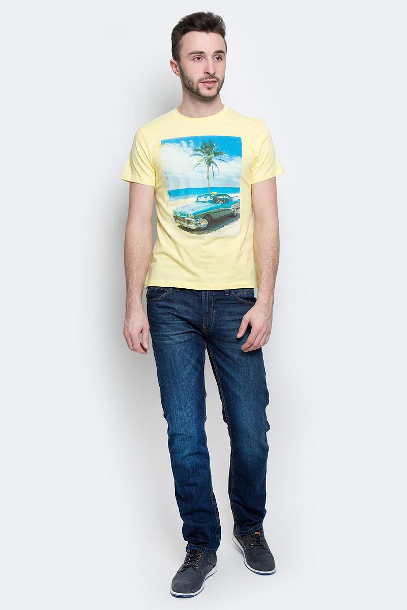 Футболка мужская Baon, цвет: желтый. B737030. Размер M (48)B737030_CanaryМужская футболка Baon выполнена из натурального хлопка. Модель с круглым вырезом горловины и короткими рукавами оформлена оригинальным принтом.