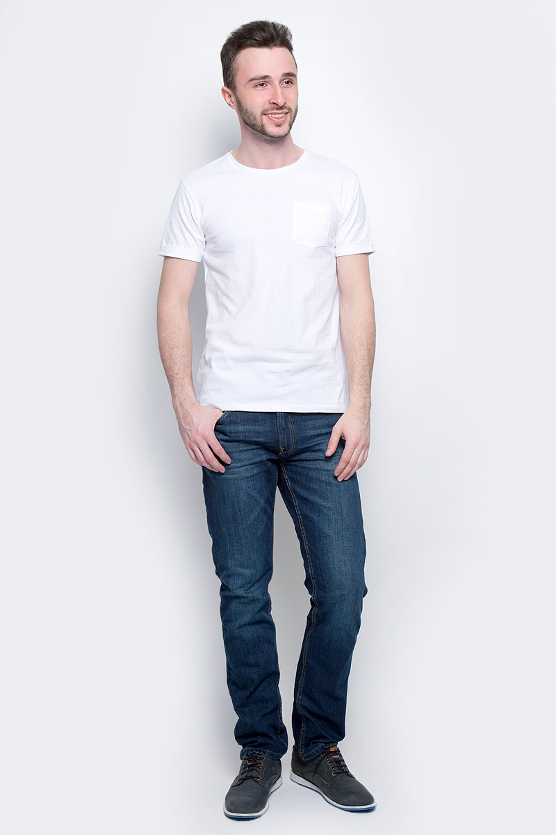 Футболка мужская Baon, цвет: белый. B737075. Размер XL (52)B737075_WhiteМужская футболка Baon выполнена из натурального хлопка. Модель с круглым вырезом горловины и короткими рукавами с небольшими отворотами на груди дополнена накладным карманом.