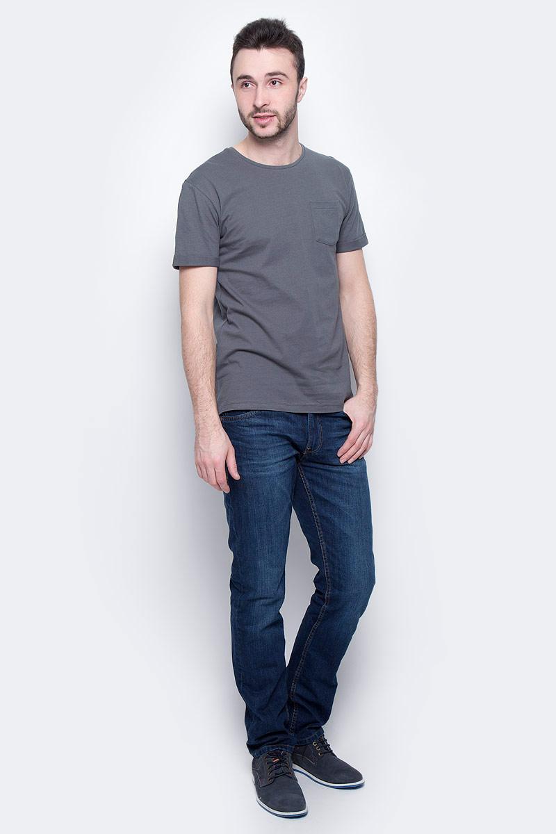 Футболка мужская Baon, цвет: серо-зеленый. B737075. Размер M (48)B737075_Wild IvyМужская футболка Baon выполнена из натурального хлопка. Модель с круглым вырезом горловины и короткими рукавами с небольшими отворотами на груди дополнена накладным карманом.