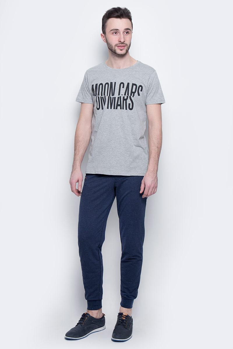 Брюки мужские Baon, цвет: темно-синий. B797301. Размер XXL (54)B797301_Blue Night MelangeМодные мужские брюки Baon выполнены из полиэстера с добавлением хлопка. Модель снабжена резинками внизу брючин и на талии. Дополнительно имеются затягивающиеся шнурки. С передней стороны расположены два прорезных кармана, сзади - один накладной.