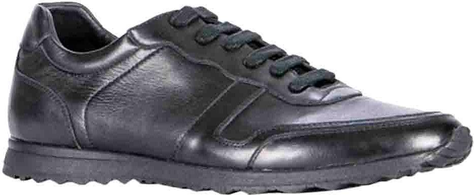 Полуботинки мужские Vitacci, цвет: черный. M23566-2. Размер 43M23566-2Мужские полуботинки от Vitacci выполнены из качественной натуральной кожи. Шнуровка надежно зафиксирует модель на ноге. Стелька из кожи обеспечивает комфорт при носке. Мягкая подошва с рифлением гарантирует идеальное сцепление с разными поверхностями. Модные полуботинки - необходимая вещь в гардеробе каждого мужчины.