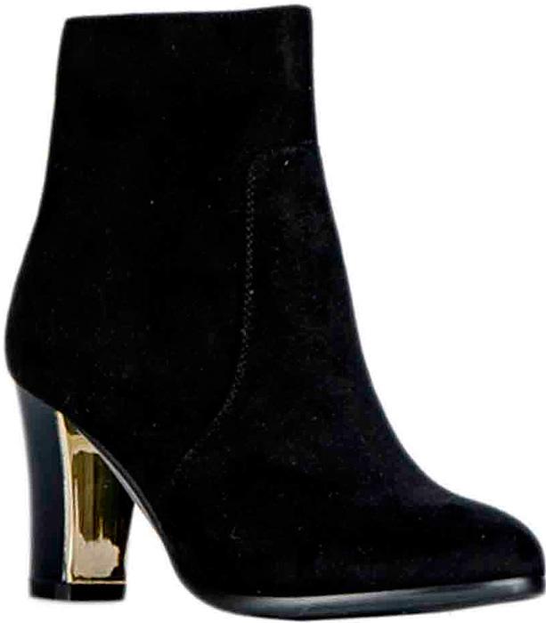 Ботильоны женские Vitacci, цвет: черный. 83447. Размер 3883447Стильные женские ботильоны от Vitacci изготовлены из качественной искусственной кожи. Практичная стелька из ворсина обеспечит комфорт при носке. Подошва дополнена устойчивым каблуком.