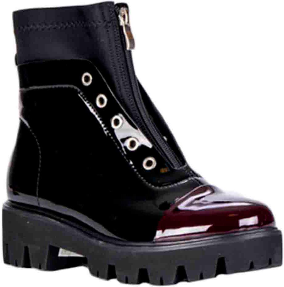 Ботинки женские Vitacci, цвет: черный. 83273. Размер 3883273Удобные женские ботинки от Vitacci изготовлены из качественной искусственной кожи. Ботинки дополнены декоративной шнуровкой и застежкой-молнией. Практичная стелька из ворсина обеспечит комфорт при носке. Подошва дополнена небольшим каблуком и рифлением.
