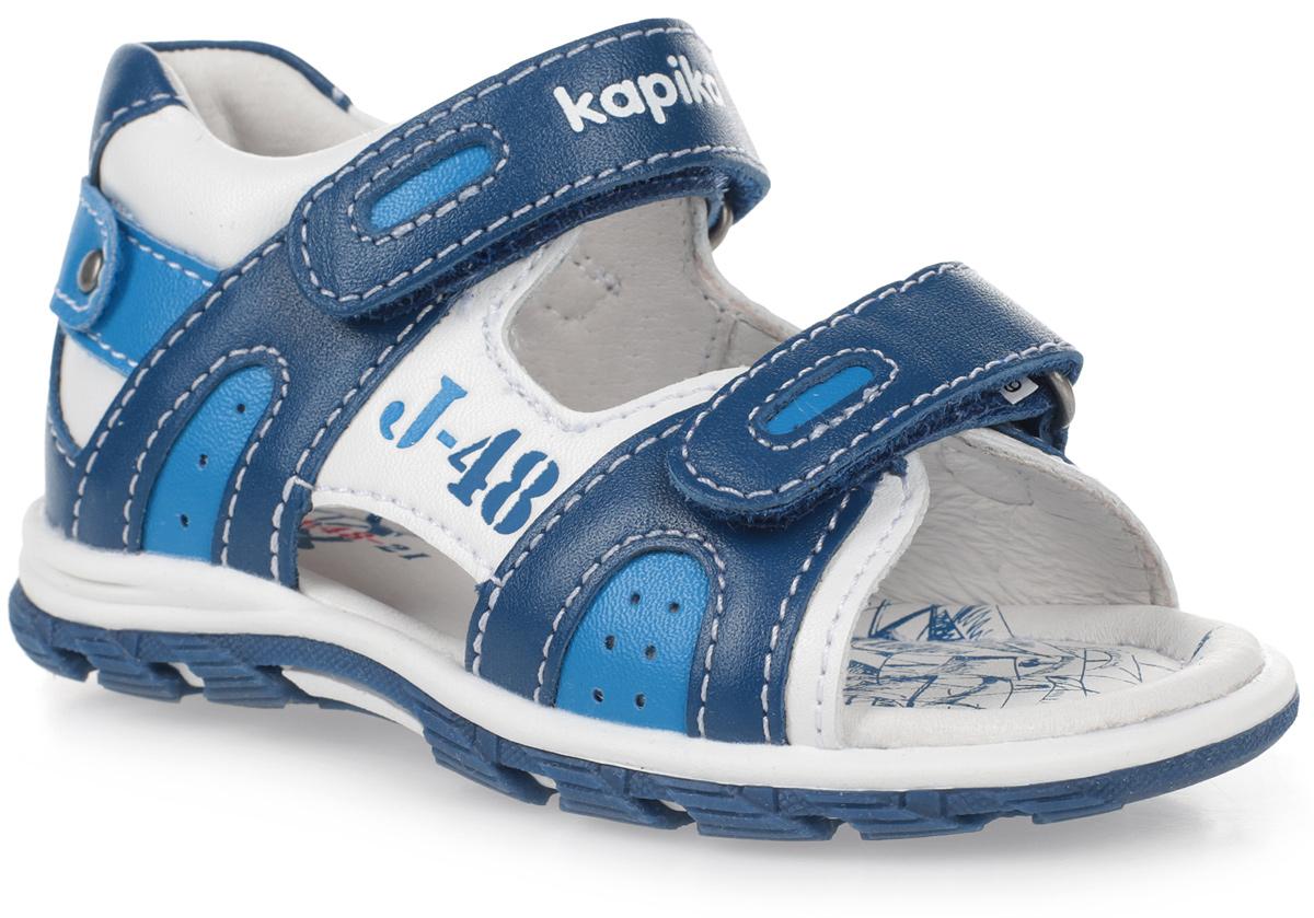 Сандалии для мальчика Kapika, цвет: белый, синий, голубой. 31269к-2. Размер 2131269к-2Сандалии Kapika, выполненные из натуральной кожи и экокожи, оформлены контрастной прострочкой и тисненым принтом. На ноге модель фиксируется с помощью двух ремешков с застежками-липучками. Внутренняя поверхность и стелька из натуральной кожи комфортны при движении. Стелька дополнена небольшим супинатором, который обеспечивает правильное положение стопы ребенка при ходьбе и предотвращает плоскостопие. Подошва изготовлена из прочного ТЭП-материала и дополнена рельефным рисунком.