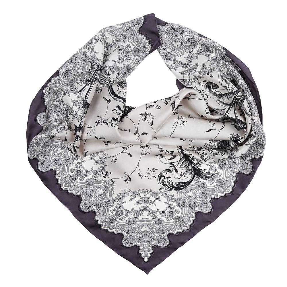 Платок женский Leo Ventoni, цвет: серый, белый. CX1617-23-7. Размер 90 см х 90 смCX1617-23-7Изысканный женский платок Leo Ventoni выполнен из натурального шелка, который придает изделию неповторимый роскошный блеск и гладкость фактуры. Тонкая и прочная нить, создающая струящуюся ткать, подчеркнет изысканный вкус своей обладательницы.
