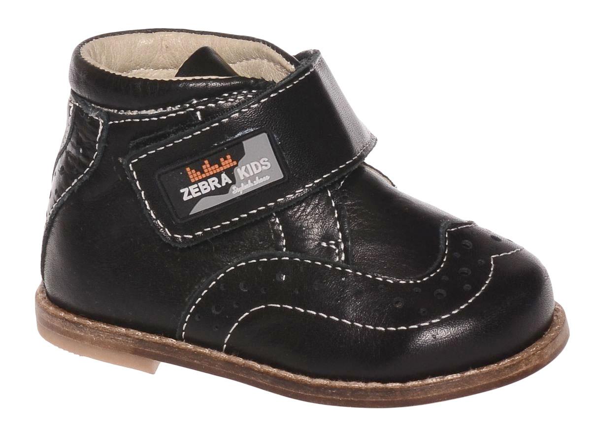 Ботинки для мальчика Зебра, цвет: черный. 11509-1. Размер 2211509-1Ботинки от Зебра выполнены из натуральной кожи. Внутренняя поверхность и стелька из натуральной кожи комфортны при ходьбе. Стелька дополнена супинатором, который обеспечивает правильное положение ноги ребенка при ходьбе и предотвращает плоскостопие. Ремешок на липучке позволяет прочно зафиксировать ножку ребенка. Ортопедический каблук Томаса укрепляет подошву под средней частью стопы и препятствует ее заваливанию внутрь.