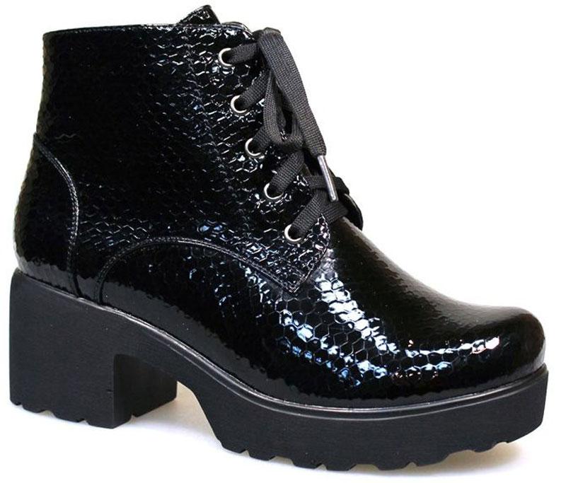 Ботинки женские Avenir, цвет: черный. 2383-JN62261B. Размер 382383-JN62261BМодные ботинки от Avenirt не оставят равнодушной настоящую модницу! Модель изготовлена из искусственного лака. Внутренняя часть и стелька - из байки, защитят ноги от холода и обеспечат комфорт. Закругленный вытянутый носок смотрится невероятно женственно. Модель застегиваются на застежку-молнию, расположенную на одной из боковых сторон. Шнуровка надежно зафиксирует обувь на ноге. Подошва с рифлением обеспечивает отличное сцепление с любой поверхностью. Высокий каблук устойчив. Модные ботинки покорят вас своим оригинальным дизайном и удобством!