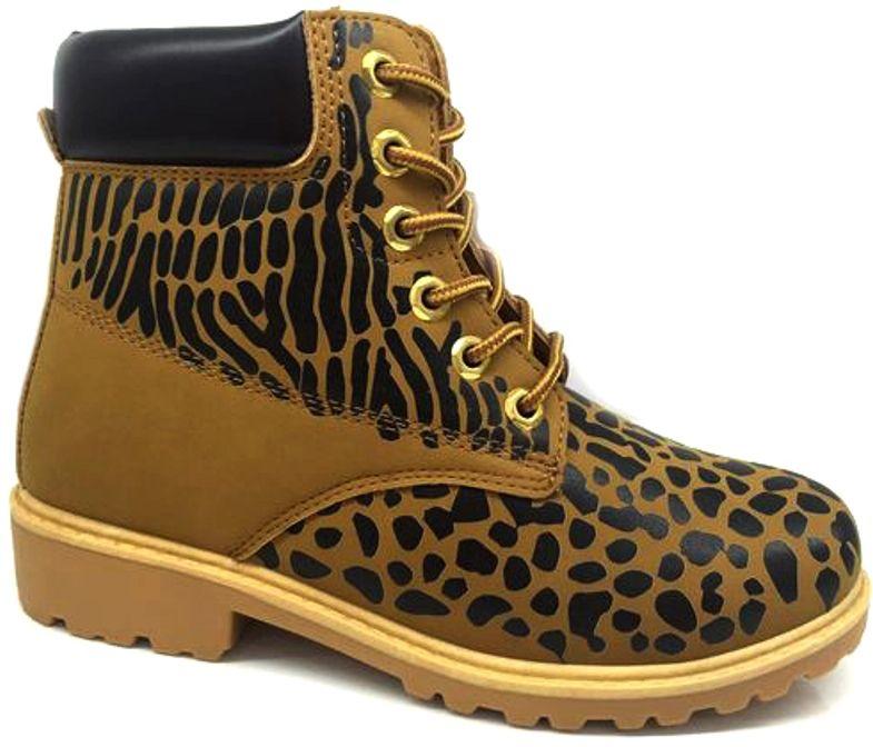 Ботинки женские TopLand, цвет: коричневый, черный. 2323-PB70990K. Размер 362323-PB70990KМодные женские ботинки от TopLand выполнены из искусственной кожи и оформлены оригинальным принтом. Внутренняя поверхность и стелька из байки не дадут ногам замерзнуть. Шнуровка надежно зафиксирует модель на ноге. Подошва дополнена рифлением.